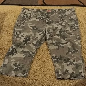 No Boundaries Camo Capris